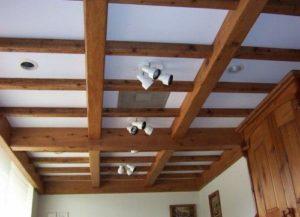 Обустройство потолков при помощи древесных материалов
