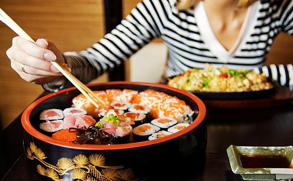 Особенности сервировки стола для употребления суши